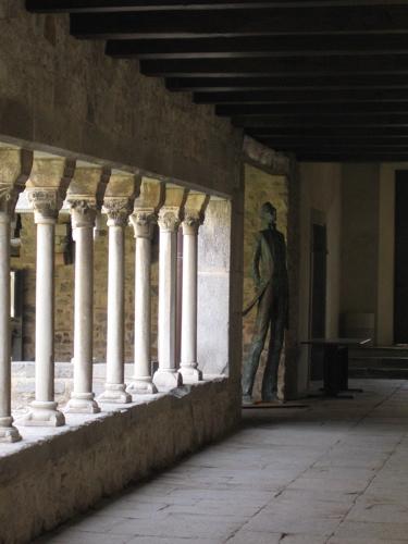 Statue de Corto dans le cloitre